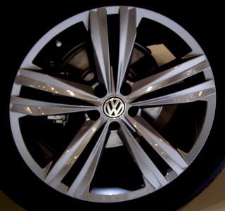 wcc volkswagen atlas    angular thin grooved dbl  spoke wheel collision center