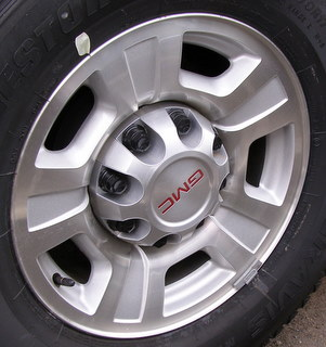 08-14 GMC TRUCK 8 LUG 17x7.5 8x6.5 Dished Grooved 5 Spoke MACH/SILVER, OPT P25