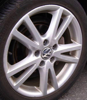 08-14 VOLKSWAGEN JETTA 17x7 Thin Flared 5 V-Spoke B 17