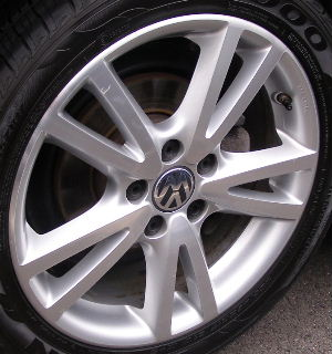 08-14 VOLKSWAGEN JETTA 2.5 TDI 17x7 Thin Flared 5 V-Spoke A 17